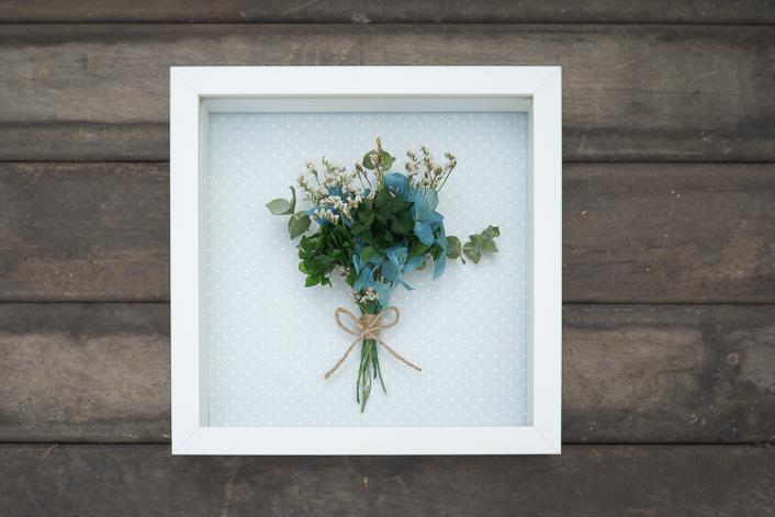 cuadro flor preservada azules