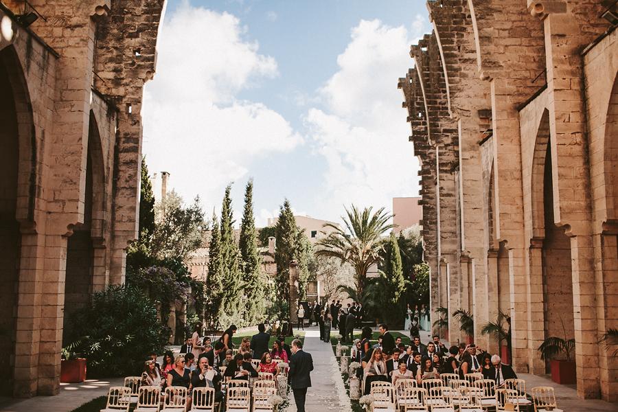 una boda romántica e internacional en Mallorca