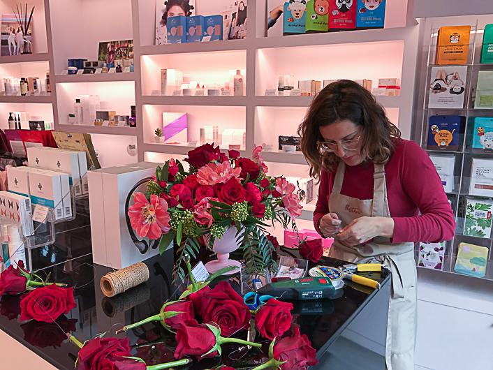 decoración-floral-para-empresas-escaparate