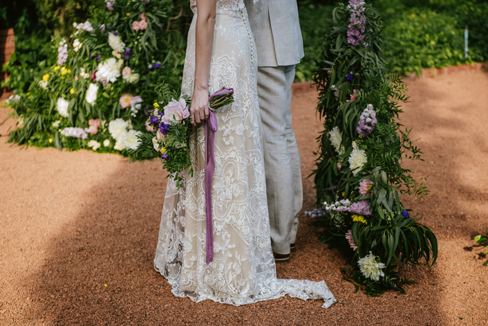Ramo de novia con lazo largo y lila
